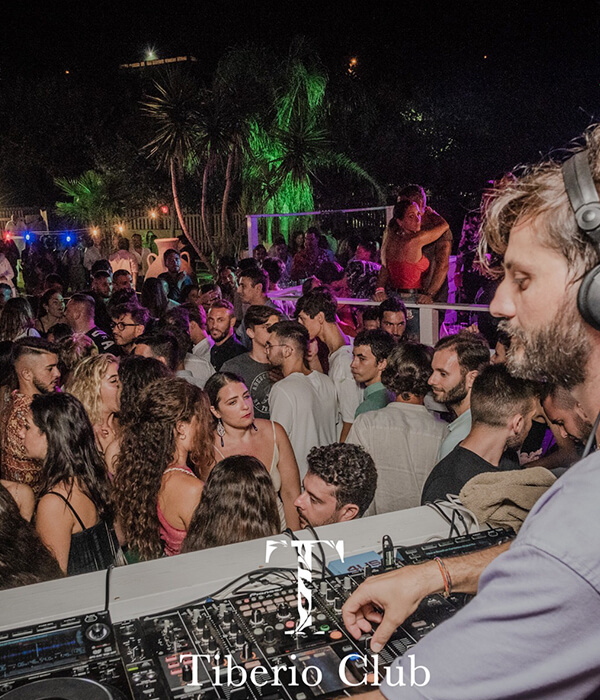 discoteca eventi notturni tiberio club sperlonga notte divertimento musica dj massimo madeddu